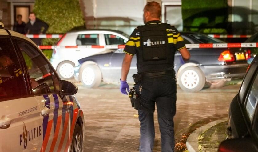 <p>Onderzoek van de politie in de Brederostraat. (Foto: Gabor Heeres, Foto Mallo)</p>