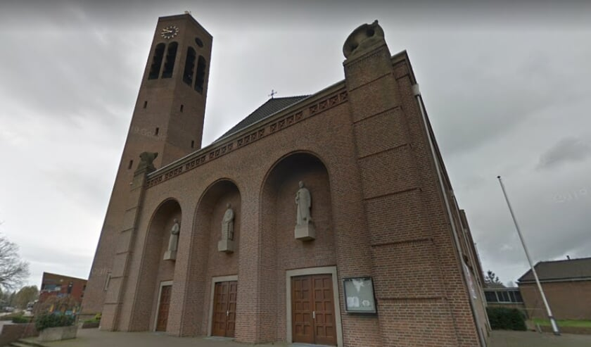 <p>De Laurentiuskerk in Vierlingsbeek zal worden omgebouwd tot Multifunctionele Accomodatie. (Foto: Google Streetview).</p>