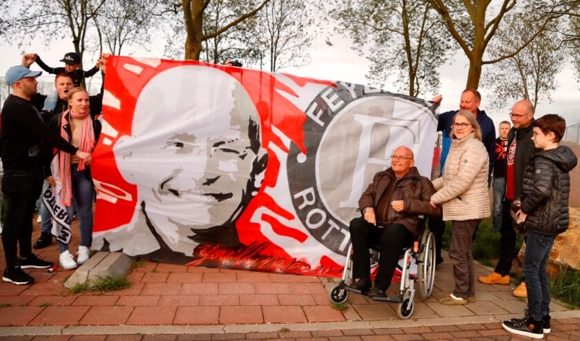<p>Hans Toet werd onlangs nog ge&euml;erd door leden van SIOL en supporters van Feyenoord.</p>