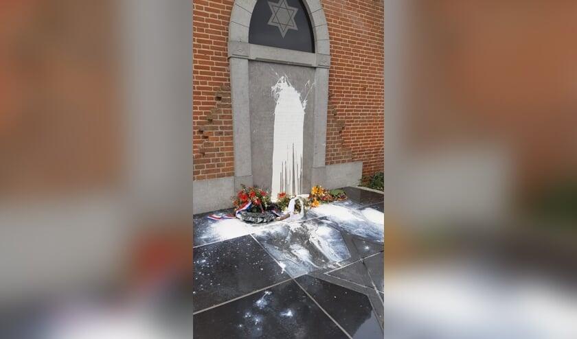 Het Joods Monument in Cuijk is beklad.