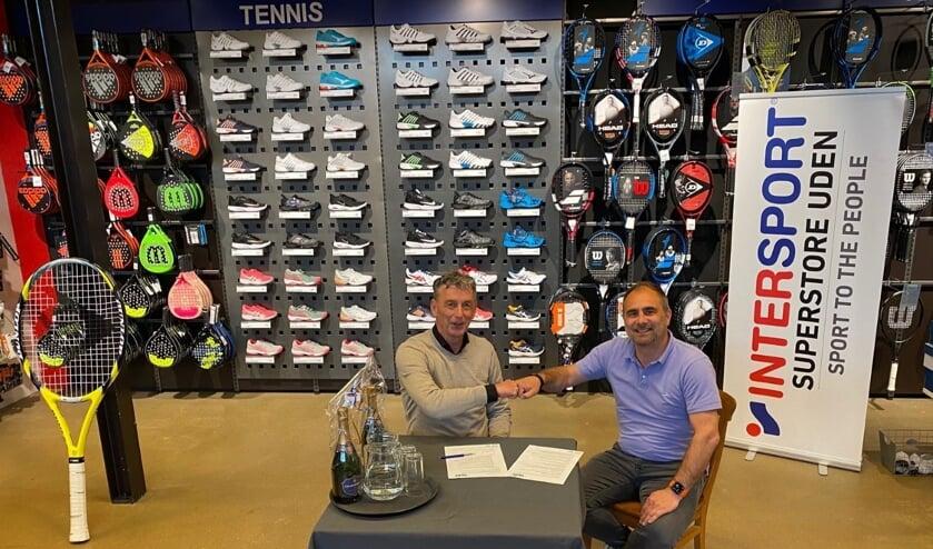 <p>Toon Muller (LTC) en Willy van Erp (Intersport) zijn beiden zeer tevreden met de nieuwe samenwerking.</p>
