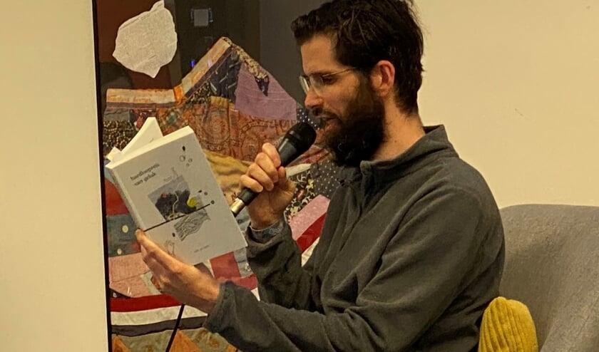 Coen Cuijpers leest voor uit eigen werk.