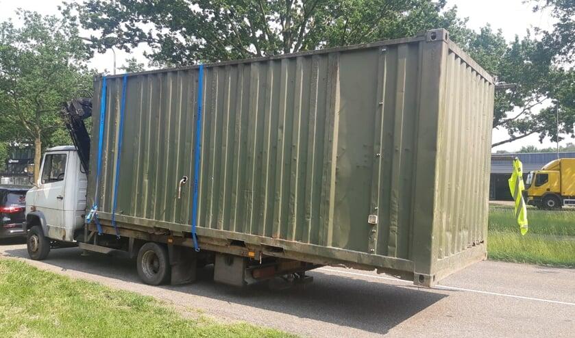 Vrachtwagen tussen Oss en Schaijk veel te zwaar beladen. (Foto: Verkeerspolitie Oost-Brabant)