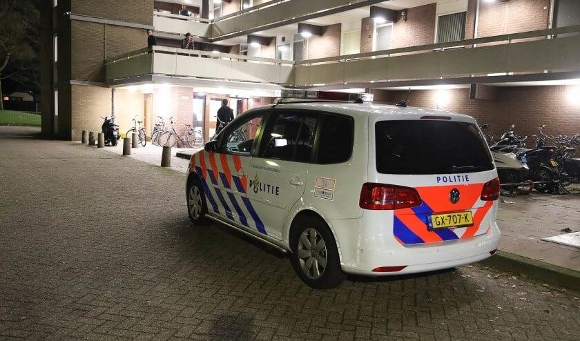 Politie in de Listzgaarde. (Foto: Gabor Heeres / Foto Mallo)