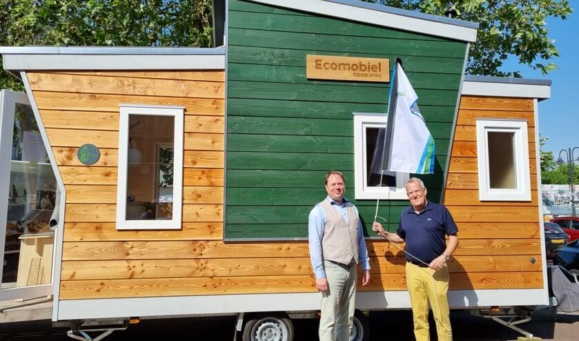 <p>Wethouder Harry van Rooijen en Paul Pöttgens, voorzitter van de Energie Coöperatie Meierijstad.</p>