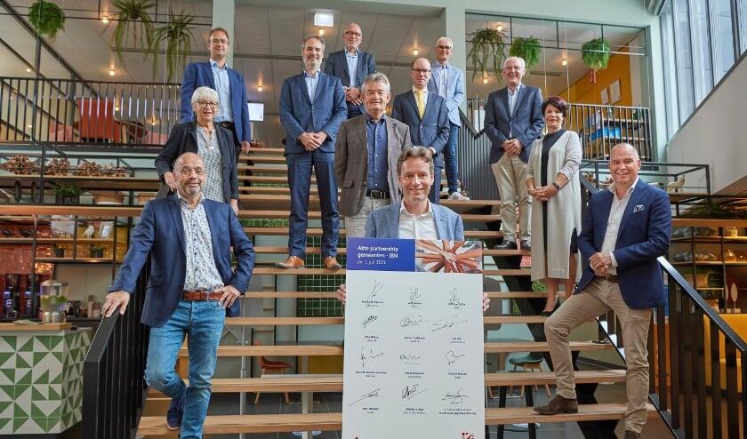 De wethouders en de IBN. (Foto: Wouter van Assendelft)