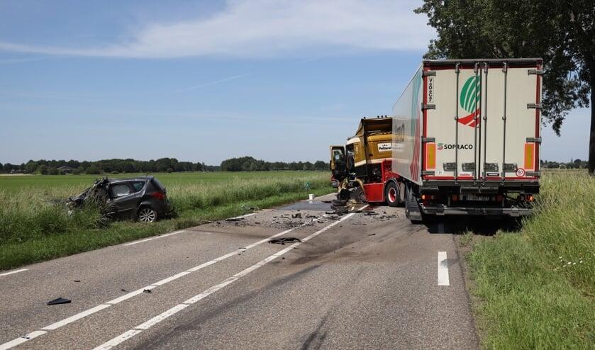 Dode bij ongeval in Herpen. (Foto: Marco van den Broek, Foto Mallo)
