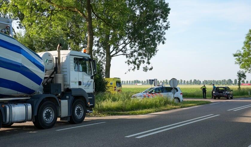 Vrachtauto rijdt tegen auto op Noord-Zuid in Megen. (Foto: Gabor Heeres, Foto Mallo)