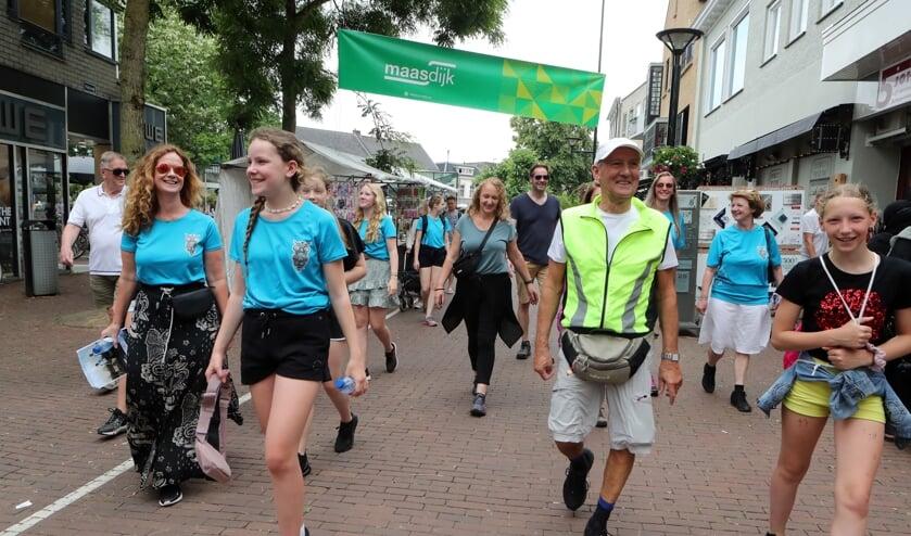 <p>Deelnemers aan de wandeling van De Maasdijk. (Foto: Hans van der Poel)</p>