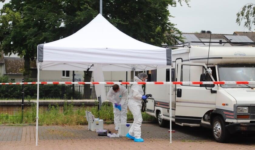 Er wordt forensisch onderzoek gedaan om de doodsoorzaak te kunnen herleiden.
