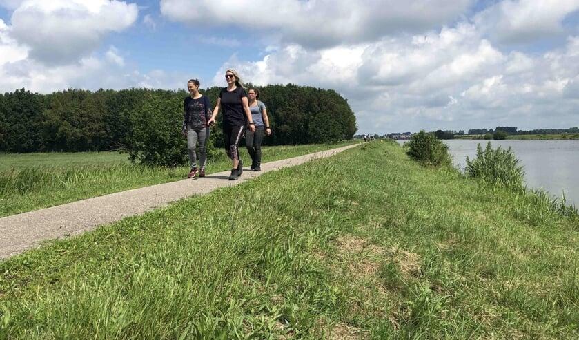 Wandelen tijdens De Maasdijk. (Foto: Henry Janssen)