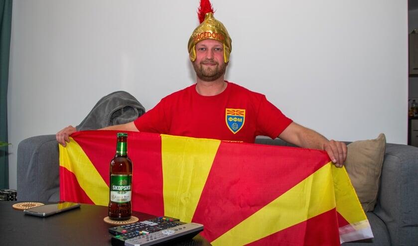 Tommy Stojkovski zit er klaar voor om Macedonië aan te moedigen