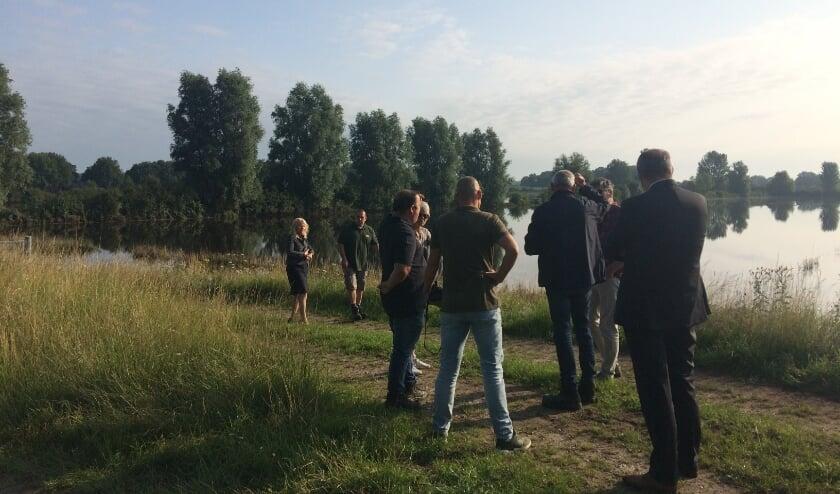 <p>Gedeputeerde Elies Lemkes trok naar het Land van Cuijk om in gesprek te gaan over de waterschade.&nbsp;</p>