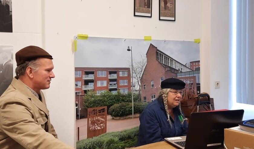 <p>In het Stadsarchief was een ministudio ingericht waar de acteurs live de digitale stadstocht uitvoerden. Foto: Martine Eerelman</p>