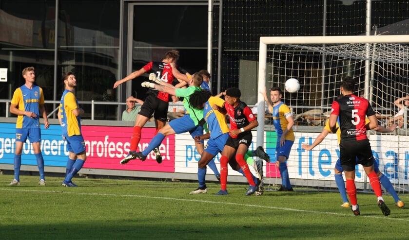 <p>Hettinga (14) kopt de 1-0 binnen voor De Treffers</p>