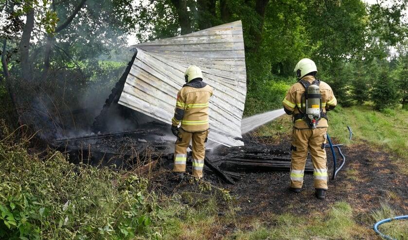 Schuurtje uitgebrand aan Amelsestraat. (Foto: Gabor Heeres, Foto Mallo)