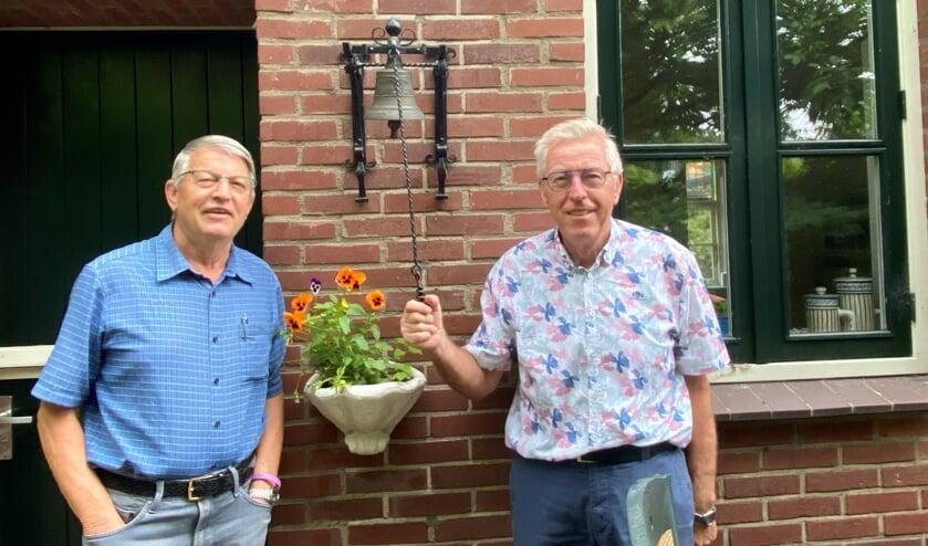 Jan Wagelmans (l) en Jean Claesens vertellen over het markante gebouw Maria Goretti.