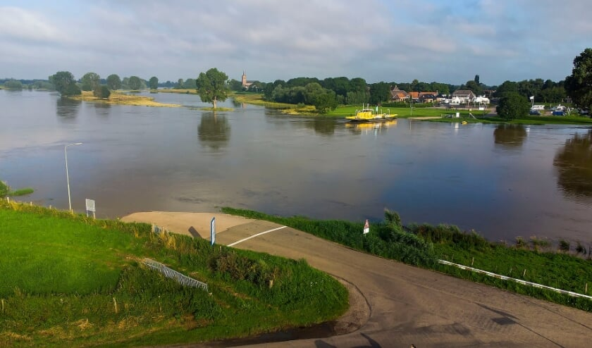 <p>Hoog water in Maren-Kessel. (Foto: Gabor Heeres, Foto Mallo)</p>