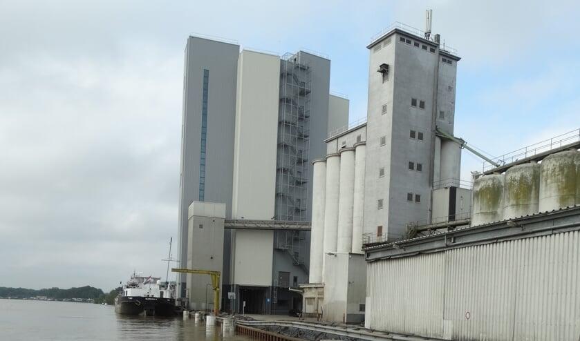 <p>De nieuwe silo tijdens het hoogwater vorige week.</p>