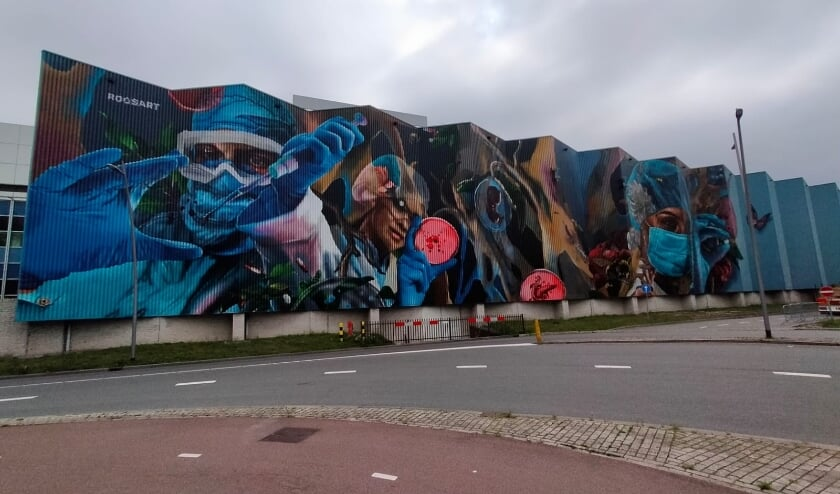 <p>De levensgrote muurschildering op de wand van Organon.</p>