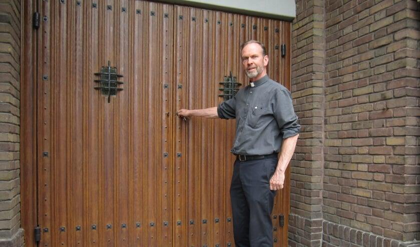 <p>Pastoor Kerssemakers opent de kerk voor een nieuwe maatschappelijke invulling. </p>