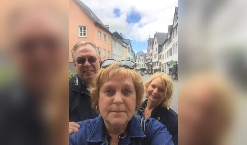 <p>Marianne van de grint heeft haar vriendin Anita en haar man Marcel voorgedragen voor de Bossche Bol XL van Banketbakkerij Jan de Groot.</p>
