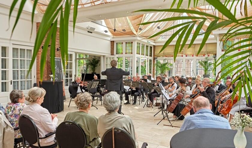Een optreden van Symfonieorkest Toermalijn in Kasteel Maurick te Vught.