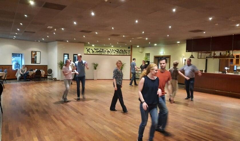 <p>Dansen is een gezellige maar ook sportieve bezigheid en is geschikt voor alle leeftijden. &nbsp;</p>