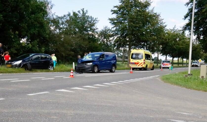 <p>Twee voertuigen raakten zwaar beschadigd. Het derde kon met lichte schade zijn weg vervolgen.</p>