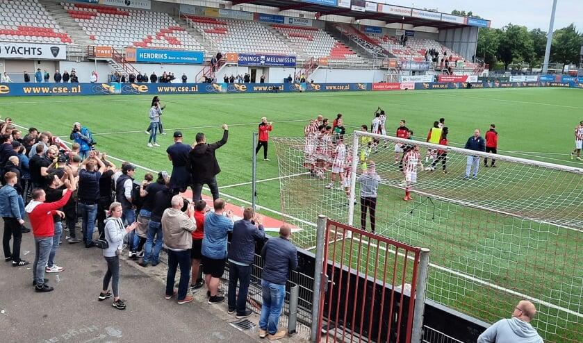 <p>TOP Oss won de laatste thuiswedstrijd van FC Dordrecht.</p>