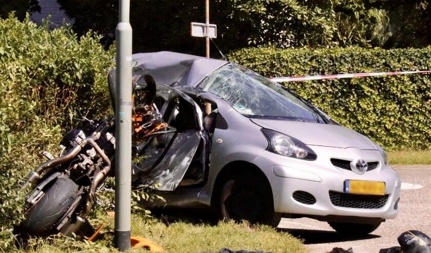 De bestuurders van beide voertuigen raakten gewond.