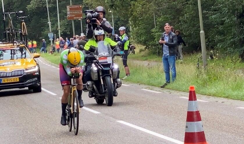 <p>Marianne Vos in de laatste meters voor de finishlijn.</p>