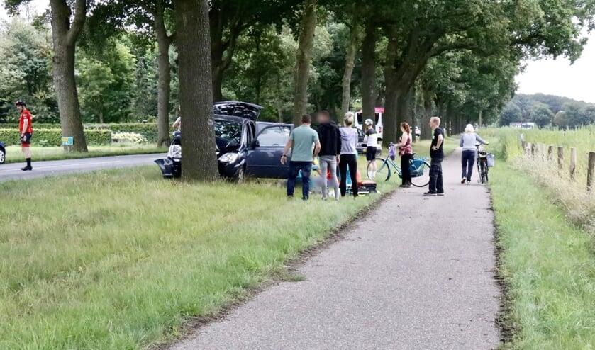 Een automobilist kwam bij een eenzijdig ongeval in Milsbeek om het leven.