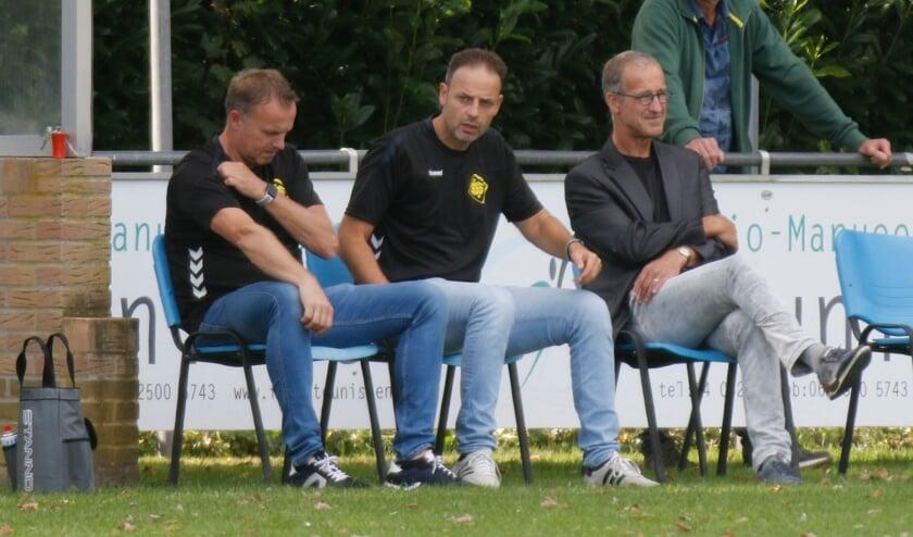 <p>SSS'18-trainer Michel Kuijpers (midden) hoopt dit seizoen te kunnen verrassen met zijn ploeg in de eerste klasse. 'We laten ons niet op voorhand afschrijven.'&nbsp;</p>