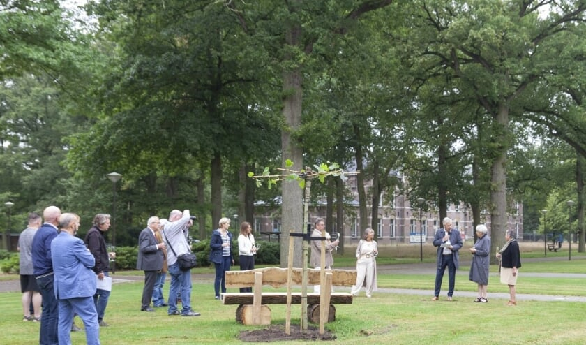 <p>De toespraak van Tom van Mierlo tijdens de feestelijke bijeenkomst op zaterdag 11 september op Zorgpark Voorburg. (Foto: Evelien Gerrits)</p>