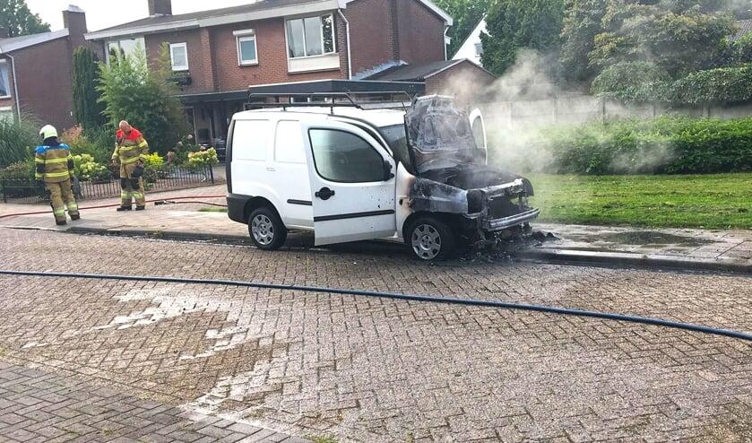 Autobrand in Gerrit van der Veenstraat. (Foto: Gabor Heeres, Foto Mallo)