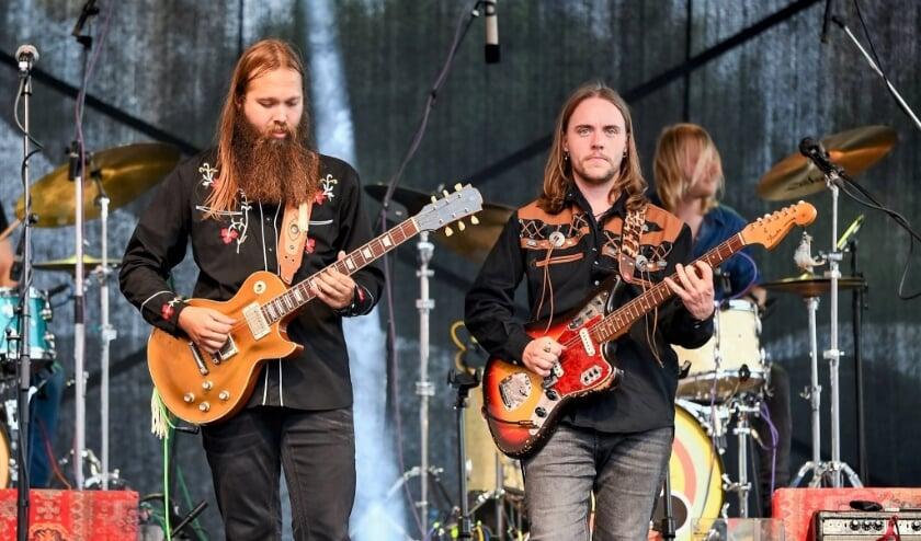 <p>Leif de Leeuw is de beste bluesrock gitarist van de Benelux.</p>