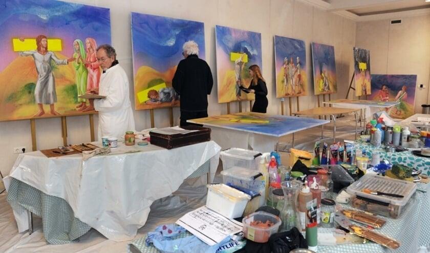<p>De kunstenaars aan het werk.</p>