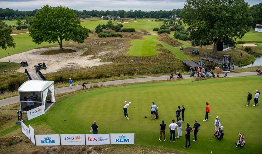 <p>Teebox Hole 1 tijdens de eerste dag van de Dutch Open op Bernardus Golf in Cromvoirt.</p>