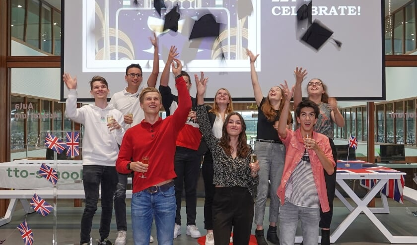 <p>Een feestelijke ceremonie om tweetalig onderwijs af te sluiten!</p>