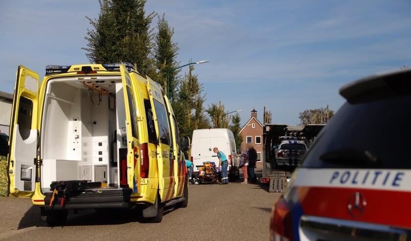 <p>De man is per ambulance naar het ziekenhuis vervoerd.</p>