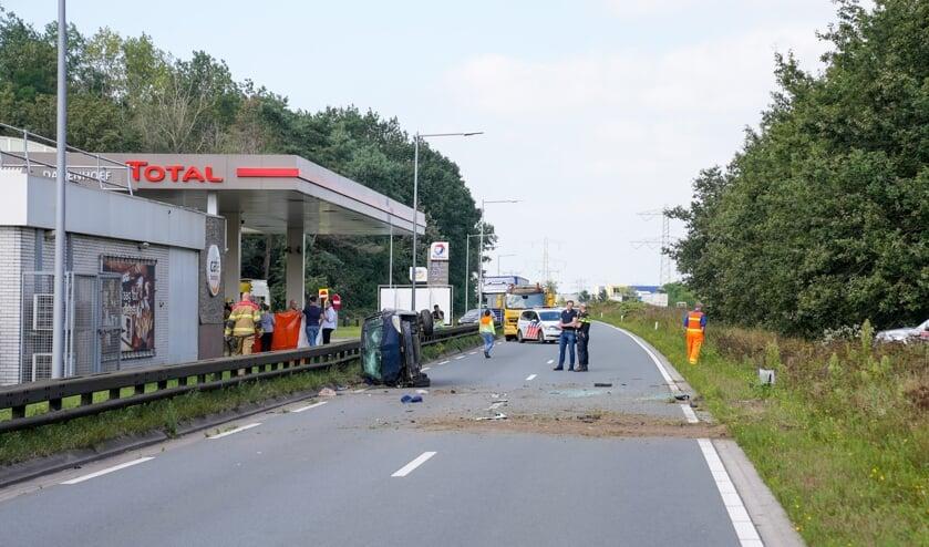 Automobiliste op Graafsebaan uit auto geslingerd. (Foto: Gabor Heeres, Foto Mallo)