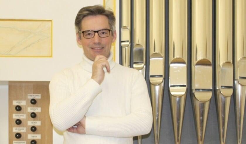 Tobias Horn (1970) is een vooraanstaande organist. Hij is onder meer werkzaam als kerkmusicus, dirigent en docent in Stuttgart.
