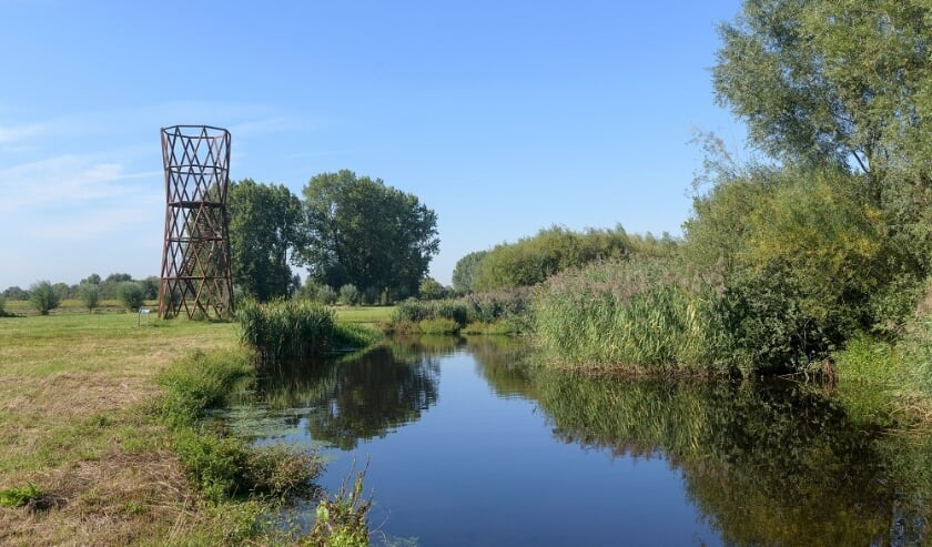 <p>De observatietoren bij de Dommel (foto Beekveld Fotografie).</p>