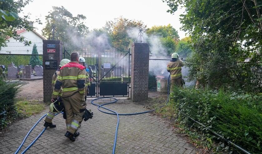 Opnieuw brand in De Vlasakkers, dit keer op begraafplaats. (Foto: Gabor Heeres, Foto Mallo)