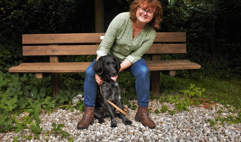 <p>Wendy van der Togt met een van de coronapuppy&#39;s. &quot;Honden en katten zijn aangeschaft in coronatijd, maar de baasjes krijgen spijt van die keuze. De hond komt in de puberteit, zit meer alleen en wordt dan lastiger.&quot;</p>