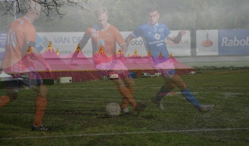 <p>Zondag gaat het voetbal weer los voor alle amateurs</p>