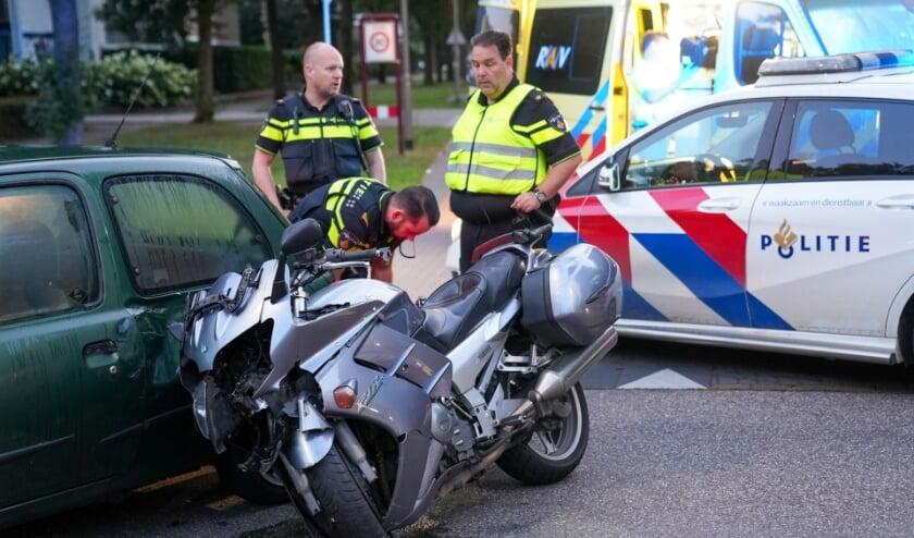 Motorrijder gewond bij ongeval op Osse kruising. (Foto: Gabor Heeres, Foto Mallo)