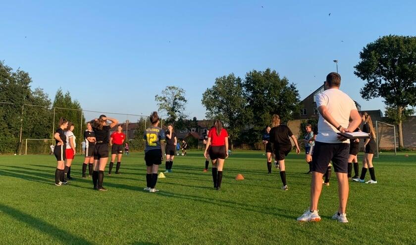 De meiden onder 17 jaar van Olympia'18 en JVC Cuijk doen dit jaar als gezamenlijk team mee aan de competitie.