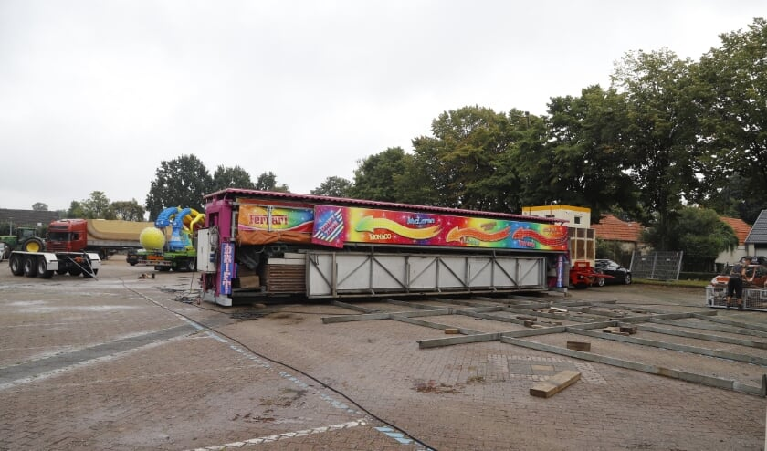 De eerste kermisexploitanten zijn al op het Weijerplein te vinden.